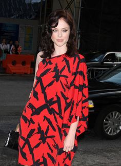 Coco Rocha Medium Wavy Cut