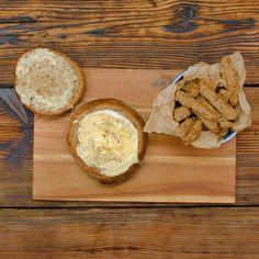 Camembert im Brotlaib - Silvester-Party - Comida Food Vids, Tasty Videos, Bread Bowls, Snacks Für Party, Potato Dishes, Finger Foods, Delish, Easy Meals, Brunch