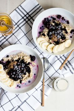Oatmeal with Almond Butter and Frozen Berries #healthy #vegetarian #recipe