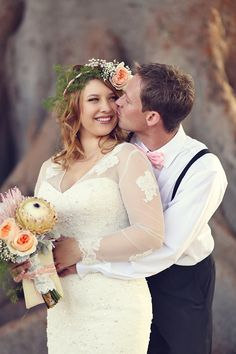 heirloom bible tied to her bouquet that has been carried by women in her family for generations   Lukas & Suzy VanDyke   Glamour & Grace