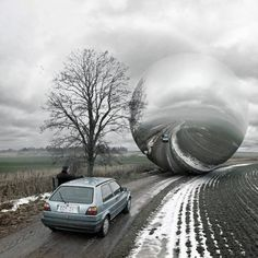 Erik Johansson is a photographer and retouch artist from Sweden who, inspired by Spanish surrealist Salvador Dali, creates quirky fantasy pictures out of real-life scenes. Salvador Dali, Photomontage, Erik Johansson Photography, Double Exposition, Surreal Photos, Surreal Art, Photo Images, Surrealism Photography, Photo Retouching
