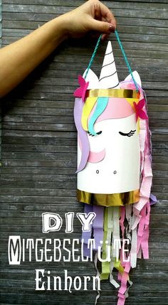 DIY - Einhorn Here is a simple guide to make this cute unicorn giveaway bag. Magical things can be m Diy Unicorn, Unicorn Crafts, Cute Unicorn, Magical Unicorn, Diy For Kids, Crafts For Kids, Candy Bags, Construction Paper, Unicorn Birthday Parties