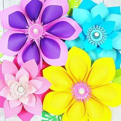 How to Make Giant Hawaiian Paper Flowers - Abbi Kirsten CollectionsDIY Giant Dahlia Paper Flowers: How to Make Large Paper Dahlias. Easy step by step - How to make giant paper flowers for a flower wall.Cricut Design Space Functions for Beginners - Ab Paper Dahlia, Easy Paper Flowers, Paper Flower Tutorial, Paper Roses, Rose Tutorial, Dahlia Flowers, Potted Flowers, Blue Flowers, Diy Paper