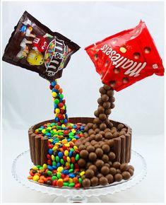 Illusion Candy Cake mit M&Ms und Maltesers - birthday Cake Ideen Anti Gravity Cake, Gravity Defying Cake, Candy Cakes, Cupcake Cakes, Malteser Cake, Novelty Cakes, Cake Tutorial, Savoury Cake, Creative Cakes