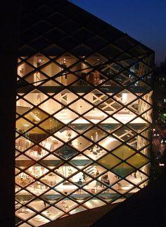 MUNDOdemelocoton: De tiendas por el mundo - Prada Tokio