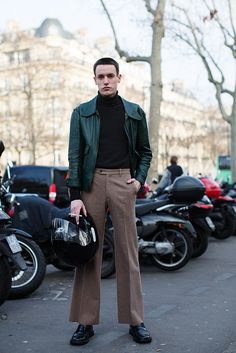 On the Street…Palais de Tokyo, Paris « The Sartorialist 70s Fashion Men, 70s Inspired Fashion, Retro Fashion, Trendy Fashion, Paris Fashion, Fashion Bags, Style Fashion, Lolita Fashion, Fashion Dresses