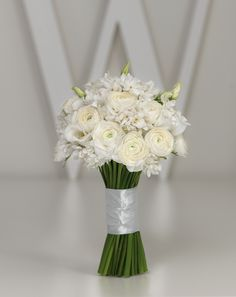 Weißer Brautstrauß mit Ranunkeln – white wedding bouquet with ranunculus – www.weddingstyle.de