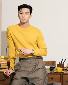 "Park Seo Joon is a South Korean actor best known for his role in ""Kill me, Heal me"", Fight for my way, and What's Wrong With Secretary Kim? Park Hae Jin, Joon Park, Asian Actors, Korean Actors, Korean Dramas, Song Joong, K Wallpaper, Yoo Ah In, Korean Boy"