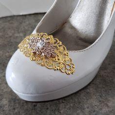 93b49f2f75a7 Beautiful wedding shoe clips from kathyjohnson3.etsy.com Brudekjoler