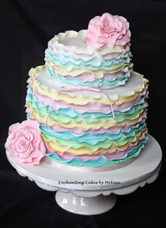 Torta con miles de volados y flores de colores pasteles | Ideas Deco - Tortas
