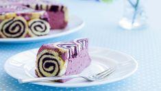 En charlottekage er en klassisk fransk kage og et festligt syn, fordi kagen er dækket med fine rouladeskiver