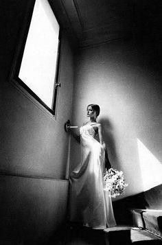 Ingrid Boulting, chemise de nuit Krivitzsky, Paris, Vogue France, 1970 by Jeanloup Sieff Magnum Photos, Jean Loup Sieff, French Photographers, Celebrity Photographers, Portraits, Portrait Poses, Famous Artists, Vogue Paris, Ikon