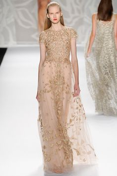 A pretty collection of dresses and gowns in light neutrals, pinks, oranges and browns from Monique Lhuillier Spring 2014 New York Fashion Week Monique Lhuillier, Zuhair Murad, Fashion Week, New York Fashion, Fashion Show, Fashion Design, Fashion Fashion, Beautiful Gowns, Beautiful Outfits