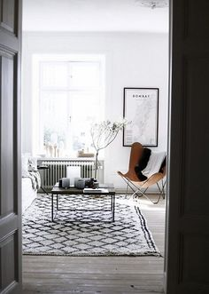 Scandinavian style BLACK, WHITE and GREY living room / I want a Moroccan Beni Ouarain rug like this!