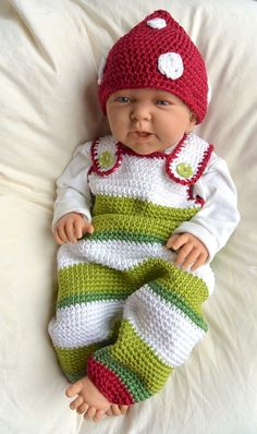 """Zwergenset Mütze und Strampler … with this tutorial you crochet a sugar sweet unisex set for the little ones … especially nice for the first photo shoot, but also for everyday use … The set consists of: Hat in 3 sizes: KU 38 KU KU Romper Baby Knitting Patterns, Crochet Patterns, Afghan Patterns, Baby Afghan Crochet, Baby Afghans, Knitted Baby, Baby Set, Knit Baby Dress, Baby Doll Clothes"