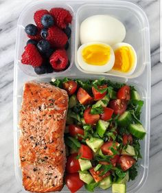 23 Meal Prep Ideas + Keto Recipes for Fat Loss & Muscle Building Lunch Meal Prep, Healthy Meal Prep, Healthy Snacks, Healthy Eating, Healthy Recipes, Healthy Deserts, Keto Meal, Meal Prep Salmon, Healthy Lunch Ideas