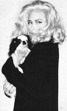 1977 Debbie Harry & Chin
