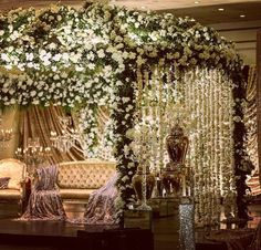 Such a enticing white flower decor which gives a fresh and lively look to the entire decor..