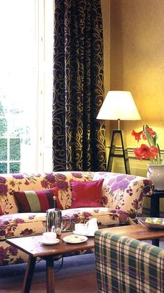 Fascinating juxtaposition of really different fabrics for curtains and upholstery Curtain Poles, Curtain Fabric, Drapes And Blinds, Curtains, Showcase Design, Of Wallpaper, Interior Design Inspiration, Soft Furnishings, Home Renovation