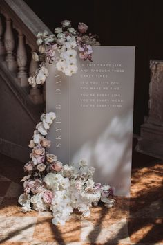 We can't help but obsess over this chic wedding signage by our go to's for all things acrylic decor, Sketch and Etch Creative 🙌🏻✨ – Styling… Chic Wedding, Wedding Table, Floral Wedding, Wedding Details, Wedding Ceremony, Our Wedding, Wedding Flowers, Trendy Wedding, Wedding Seating