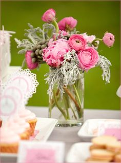 pink ranunculus centerpiece - love this vintage chic look