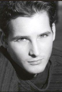 Peter Facinelli as Carlisle Cullen can now be seen in Nurse Jackie
