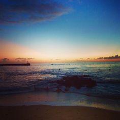 #france #lareunion #iledelareunion #beach #beachporn #plage #sunset #couchedesoleil #lesrochesnoires #stgilles #saintgilleslesbains #aperosunset #apero #awesome #love #instapic #instalove #gotoreunion by alexiaapics