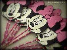 Minnie Mouse Cupcakes | Fawn Kreations: Minnie Mouse Cupcake Toppers