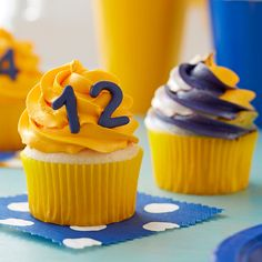 Whether you're tailgating before homecoming or making cupcakes for the whole football team, these Team Spirit Cupcakes are a great way to add a personal touch to your treats. How To Make Cupcakes, Fun Cupcakes, Making Cupcakes, Make School, Future School, School Cupcakes, Cupcake Wars, School Spirit, Let Them Eat Cake