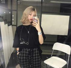 Blonde Hair Korean, Blonde Hair With Bangs, Korean Short Hair, Blonde Hair Girl, Short Blonde, Girl Short Hair, Blonde Ends, Going Blonde, Ulzzang Short Hair