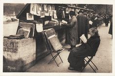 Une bouquiniste du quai Voltaire vers 1935.