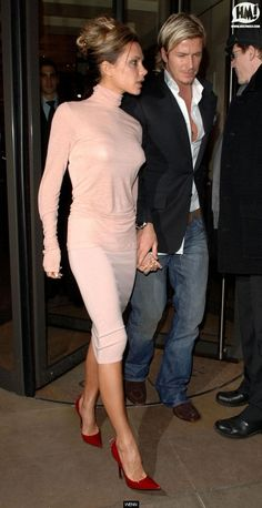 Victoria Beckham Style Thread - Page 4 - PurseForum David Et Victoria Beckham, Style Victoria Beckham, Victoria And David, Victoria Beckham Outfits, David Beckham, Celebrity Pictures, Celebrity Style, Viktoria Beckham, Spice Girls