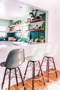 Mismatched modern barstools in Justine Blakeney's Jungalow kitchen
