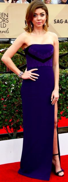 Sarah Hyland (Modern Family) in J. Mendel navy column gown with lace detailing on the bustier. SAG Awards 2016