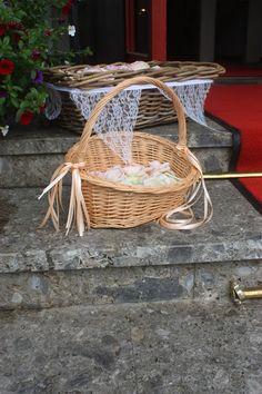 Streukörbchen Rosamunde Pilcher inspirierte Sommerhochzeit in Pfirsich, Apricot, Pastelltöne - Heiraten in Garmisch-Partenkirchen, Bayern, Riessersee Hotel, Seehaus am Riessersee - Hochzeit am See in den Bergen - Peach and Pastell wedding