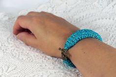 Häkelarmband, türkis mit Lurexfaden, Armband gehäkelt , 19,0 x 2,0 cm groß, , Armband gehäkelt, Geschenk für Frauen, Freundschaftsarmband, von Spitzenmanufaktur auf Etsy