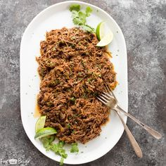 This all purpose Slow Cooker Mexican Shredded Beef is great for tacos, burritos and more! Quick and easy prep work and the crock pot does the rest. Crock Pot Tacos, Slow Cooker Tacos, Slow Cooker Beef, Keto Crockpot Recipes, Slow Cooker Recipes, Healthy Recipes, Crockpot Meals, Beef Meals, Paleo Meals