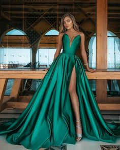 "2,753 aprecieri, 35 comentarii - 🌹 Fashion Inspiration 🌹 (@jane.fashionstory) pe Instagram: ""Which one? 😍"" Green Ball Dresses, Green Wedding Dresses, Women's A Line Dresses, Green Evening Dress, Cheap Evening Dresses, Cheap Prom Dresses, Green Dress, Sexy Dresses, Evening Gowns"