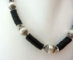 Colliers - Collier aus Nepali-Perlen und Bakelitplättchen - ein Designerstück von krisztina-design bei DaWanda
