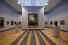 Fanno parte della collezione del Warsaw National Museum le sculture degli artisti Roberto Panichi e Marcello Tommasi. Entrambi gli scultori, il primo di origini piemontesi, il secondo di Pietrasanta, hanno lavorato in diversi studi e presentato più personali nella zona apuo-versiliese. www.musapietrasanta.it/content.php?menu=warsaw_