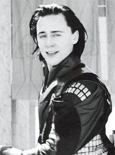 Tom Hiddleston as Loki The Avengers, Marvel Films, Loki Thor, Marvel Characters, Marvel Avengers, Marvel Comics, Tom Hiddleston Imagines, Tom Hiddleston Loki, Loki Laufeyson