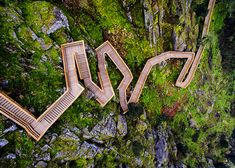 Portekizli fotoğrafçı Nelson Garrido, Portekiz'in Arouca bölgesinde 8 km uzunluğundaki zikzaklı Paiva Yürüyüş Yolu'nu ve dağ manzarasını havadan fotoğrafladı.