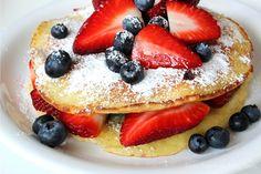 Buttermilch Pancakes mit Beeren