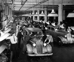 Vintage Cars Packard 120 final assembly line in - Pontiac Cars, Chevrolet Corvette, Vintage Cars, Antique Cars, Vintage Auto, Detroit Cars, Old American Cars, Assembly Line, Love Boat