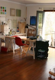 Creative Workplace Design comes with the Interesting Ideas : Arty Workspace Creative Workplaces Wooden Floor