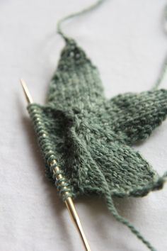 Knitting a star by Italian Dish Knits. Pattern from Webs here http://www.yarn.com/product/valley-yarns-509-knit-stars-free-pattern/