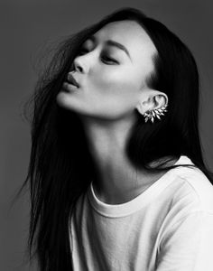 Ear Cuff by Ryan Storer. High-End Fashion, Luxury Fashion, Fashion Trends… High End Fashion, Look Fashion, Fashion Hair, Steampunk Fashion, Gothic Fashion, Bling, Foto Art, Look Vintage, Asian Beauty
