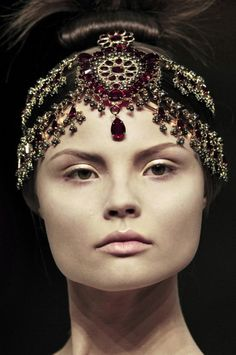 Really miss the days when hair pieces were the shiznit. Alexander McQueen fall 2008-9