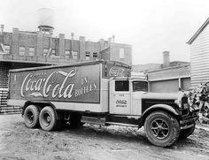 Great images of Coca-Cola delivery trucks - pretty cool Coca Cola Poster, Coca Cola Cake, Pepsi Cola, Vintage Coke, Vintage Trucks, Antique Trucks, Vintage Signs, Antique Cars, Cool Trucks