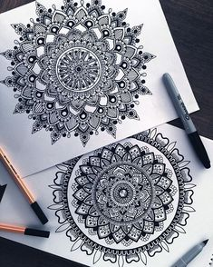Working more on some black and white designs these days, I'm trying to further develop my style and try out some new designs ☺️ So school just started here in aus which means my stress levels increase and I have no time to draw, but I will try to as often as possible Anyway I hope all of you have a super amazing week #mandala#zentangle#black#white#designs#zen